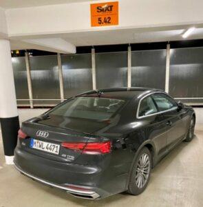 Audi A5 von Sixt im Parkhaus