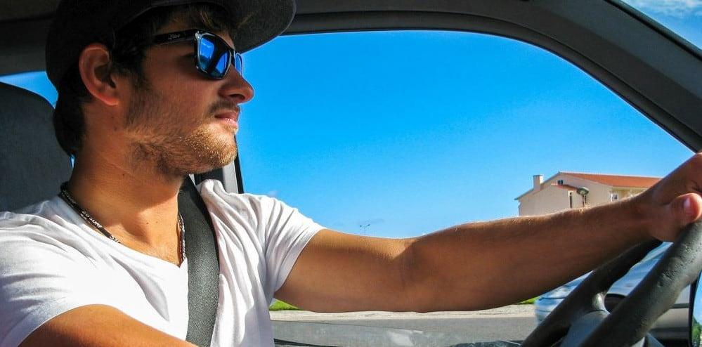 Ein zusätzlicher Fahrer im Mietwagen